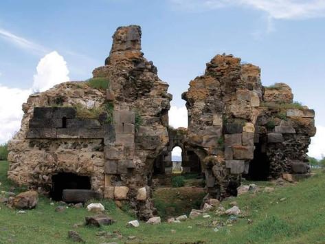Antiguas iglesias armenias emergen desde el lago Van
