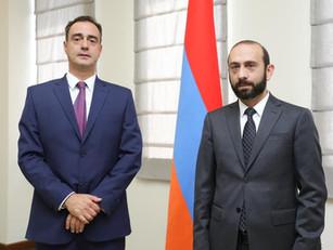 El Embajador de Argentina en Armenia se reunió con el canciller Mirzoyan