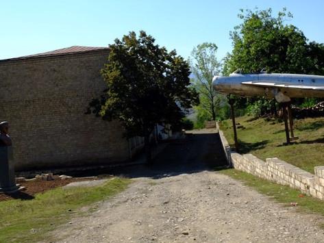 Azerbaiyán sigue destruyendo el patrimonio histórico de Artsaj