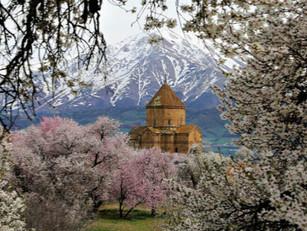 La primavera revela la belleza de la isla de Akhtamar