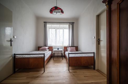 Pokoj se dvěma oddělenými postelemi © Petr Louženský