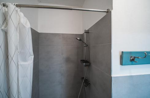 koupelna pro hosty © Petr Louženský