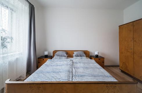 Pohodlná ložnice s manželskou postelí © Petr Louženský