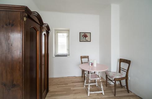 a krásným nábytkem © Petr Louženský