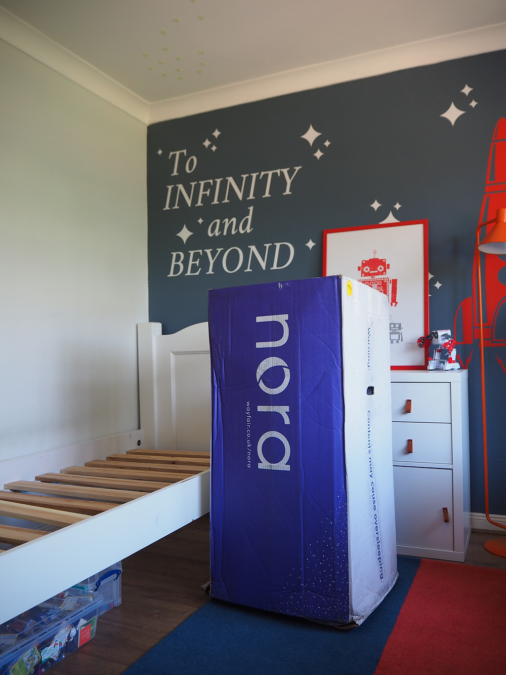 Nora mattress review, kids room with blue wall robots and a duvet cover with stars