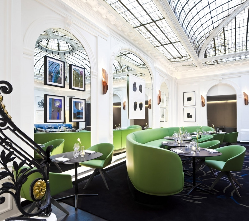 hotel Vernet Paris dining area