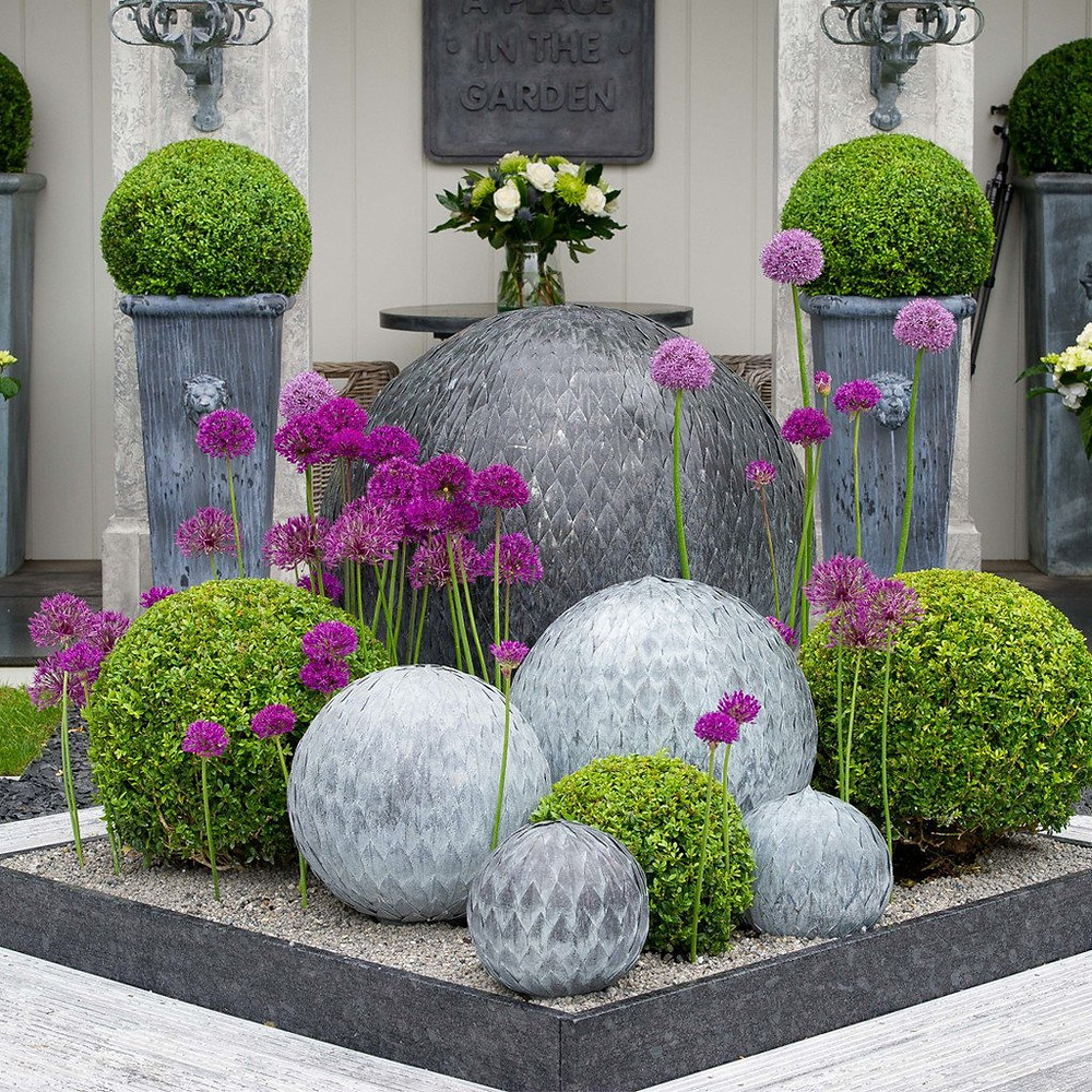 Garden ornaments zinc spheres