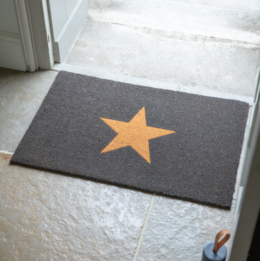 15 space saving Christmas products that are PERFECT for renters - coir matt with star