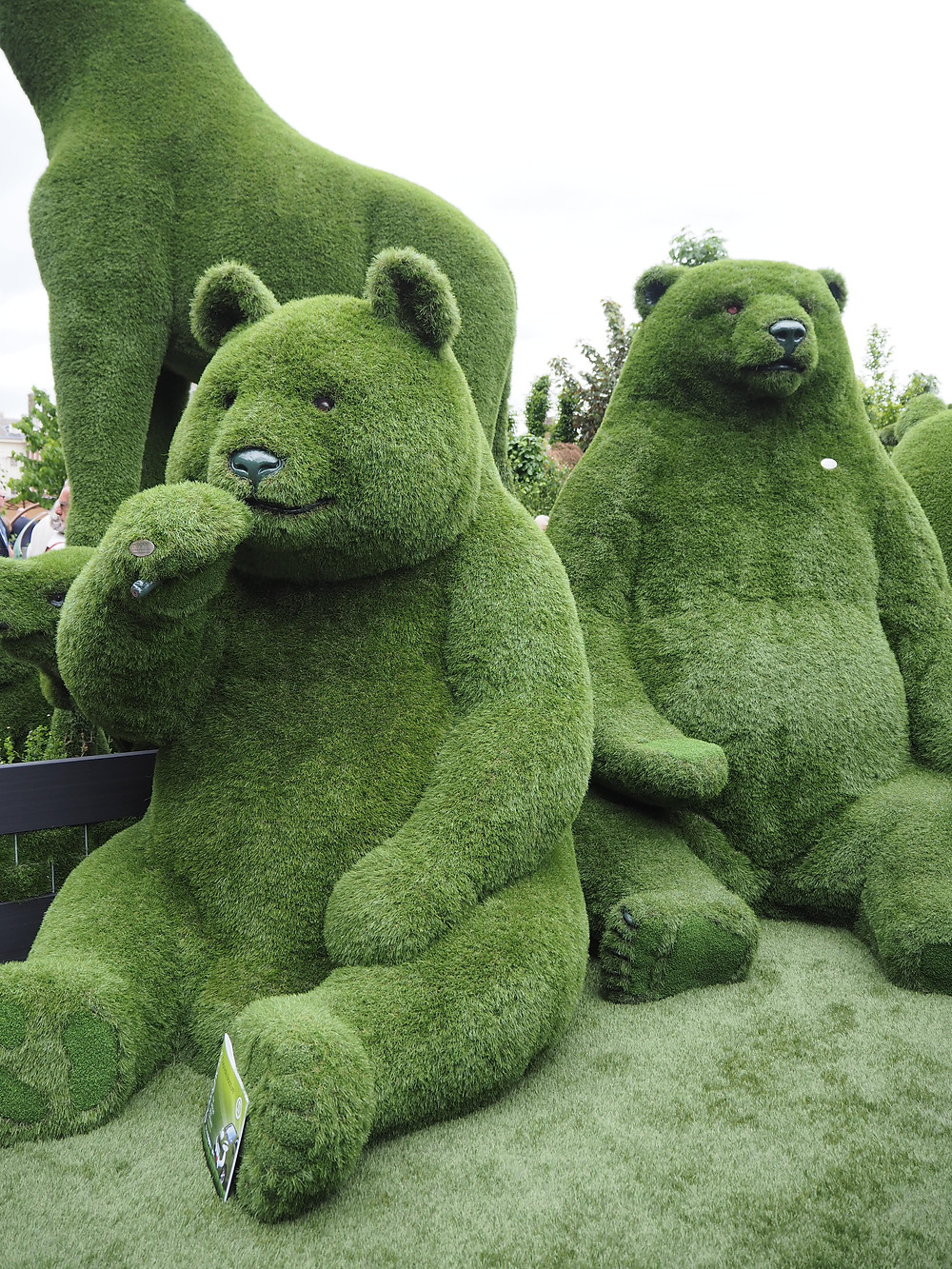 real grass bear sculptures Easi Grass