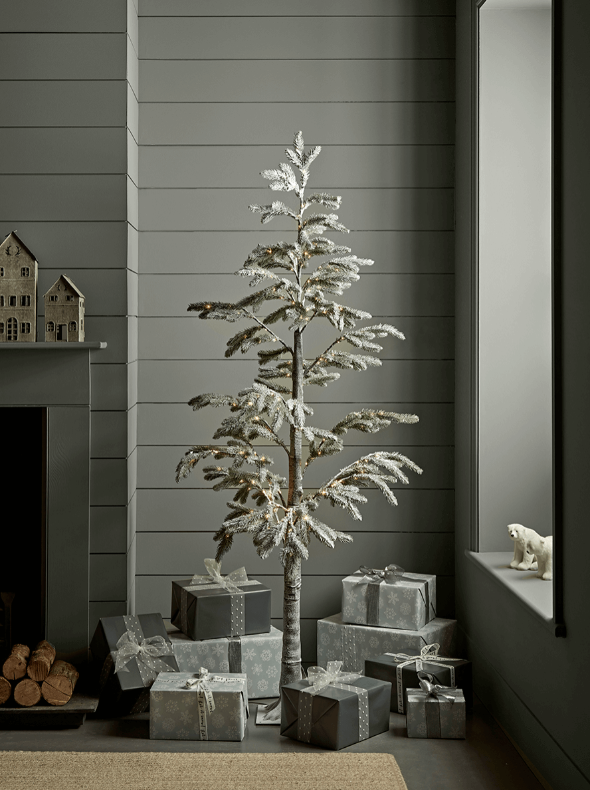 15 space saving Christmas products that are PERFECT for renters - faux tree
