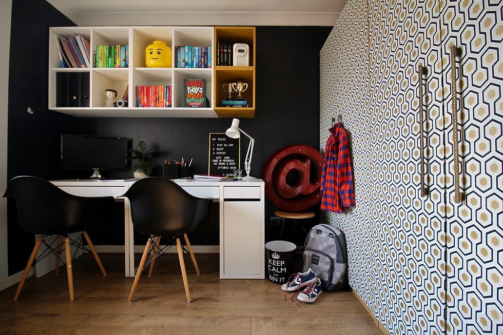 Teenager office decor ideas with workstation and computer