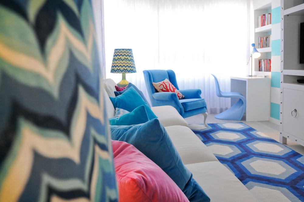 Interior design tips and ideas, living room decor, blue geometric rug, coastal home, Palm Beach vibes