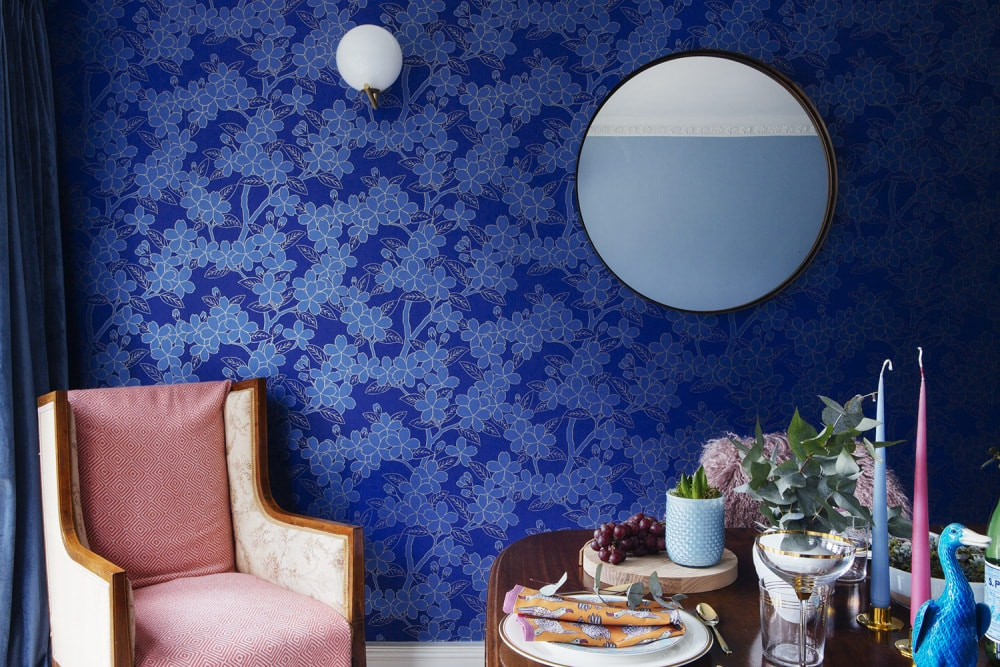 Camelia wallpaper Little Greene, Flos wall light, round mirror, dining room, table setting