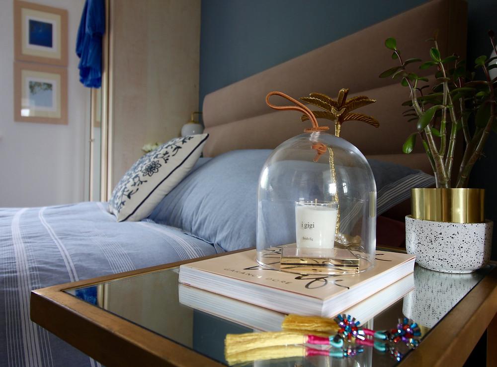 Dulux Denim Drift Bedroom linen mirror table