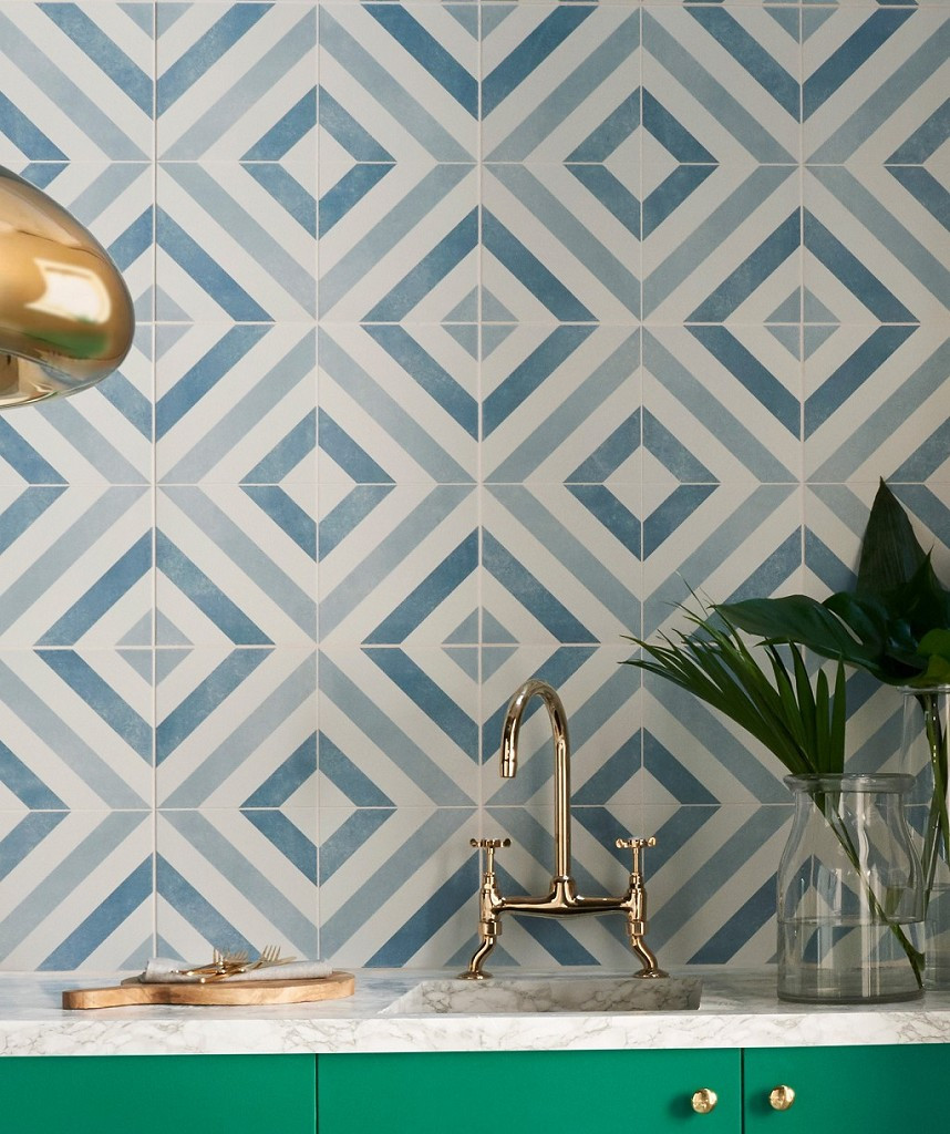 Striking geometric wall tiles in diamond pattern blue for eclectic decor in the bathroom