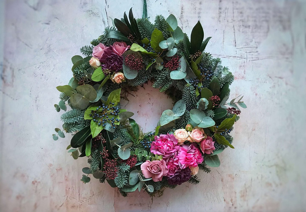 Pinkscharming pink and berry coloured flowers Christmas Wreath