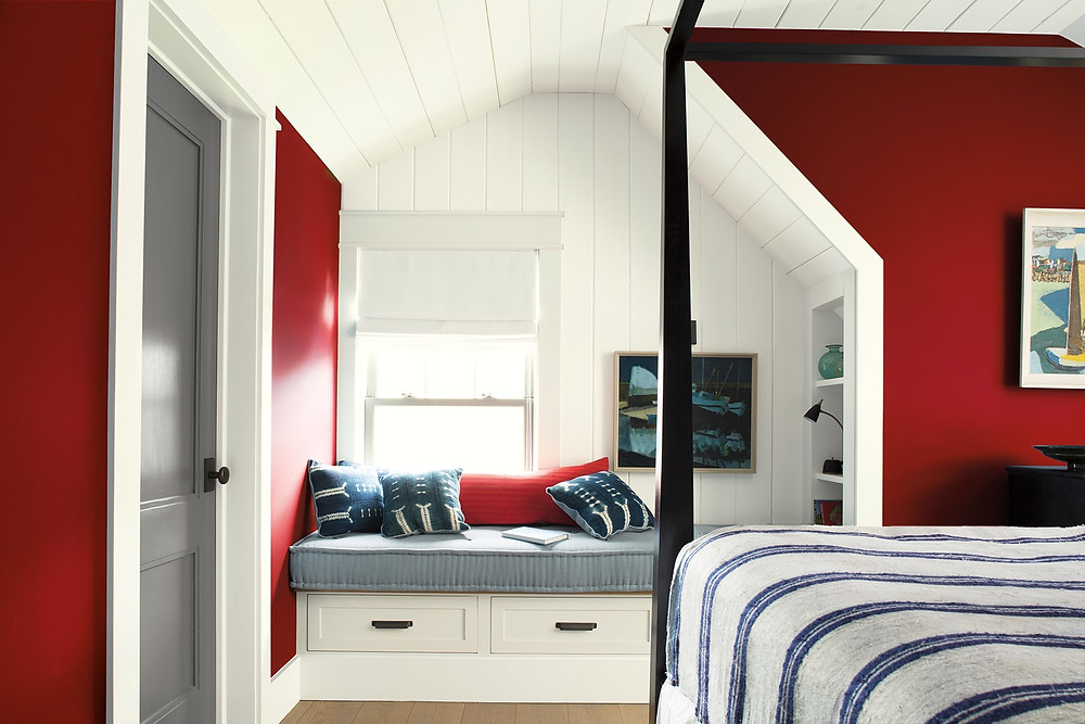 How to decorate your bedroom with red and crisp white for a modern look even nautical - this could be in the Hamptons! 4 poster bed and artwork. Benjamin Moore has revealed Caliente AF-290 as its highly anticipated Colour of the Year 2018. Unveiled alongside a corresponding palette consisting of 22 enlivening hues, this vibrant and charismatic shade of red is a bold yet soothing contemporary colour that oozes confidence. Wall colour - Caliente AF-290, Trim & Door colour - White Opulence OC-69 Grey door and window bench sitting