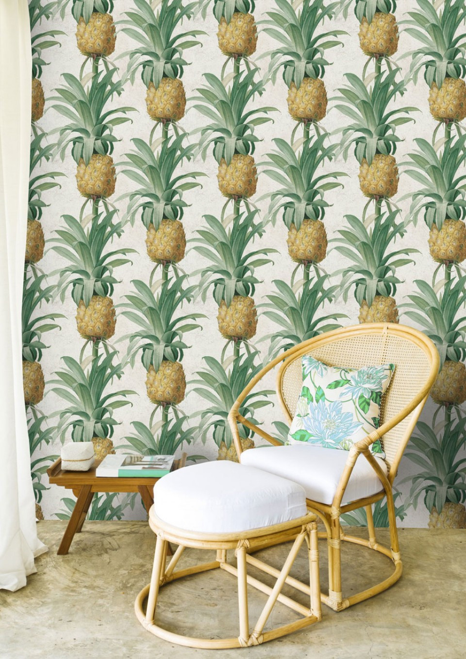 Botanical wallpaper pineapples