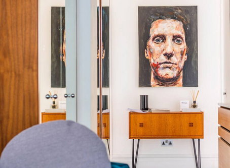 A bright apartment in a sought after redbrick mansion in London's arty Kensington