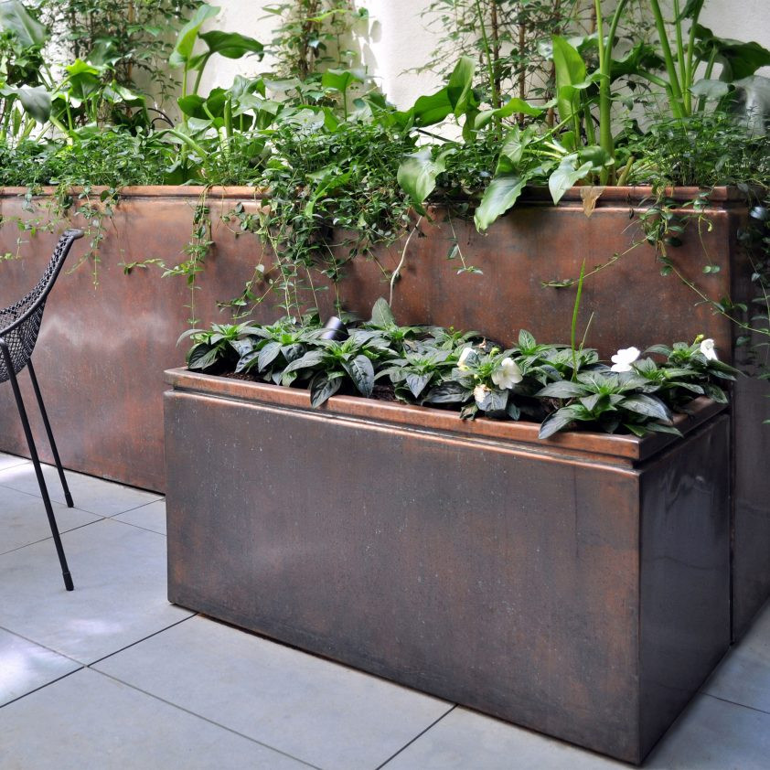 Square bronze planter from Bronzino