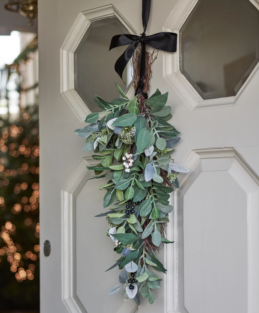 15 space saving Christmas products that are PERFECT for renters - front door christmas wreath