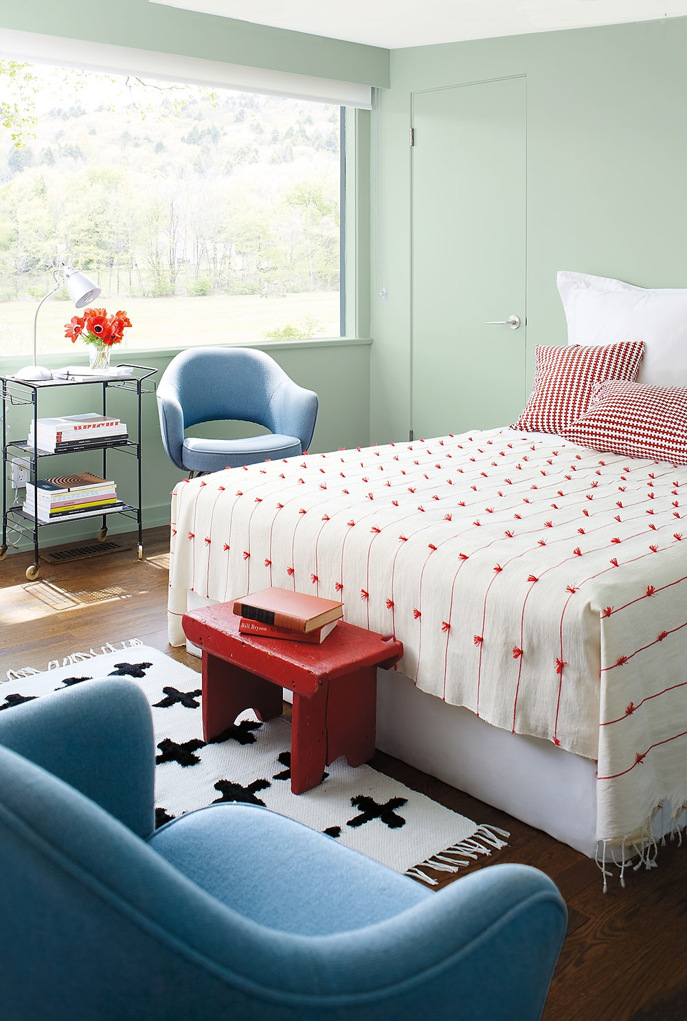 This is the perfect setting for a guest bedroom, with a lovely red white throw on the bed and mint green or sage walls. Mid century feels, loving it.