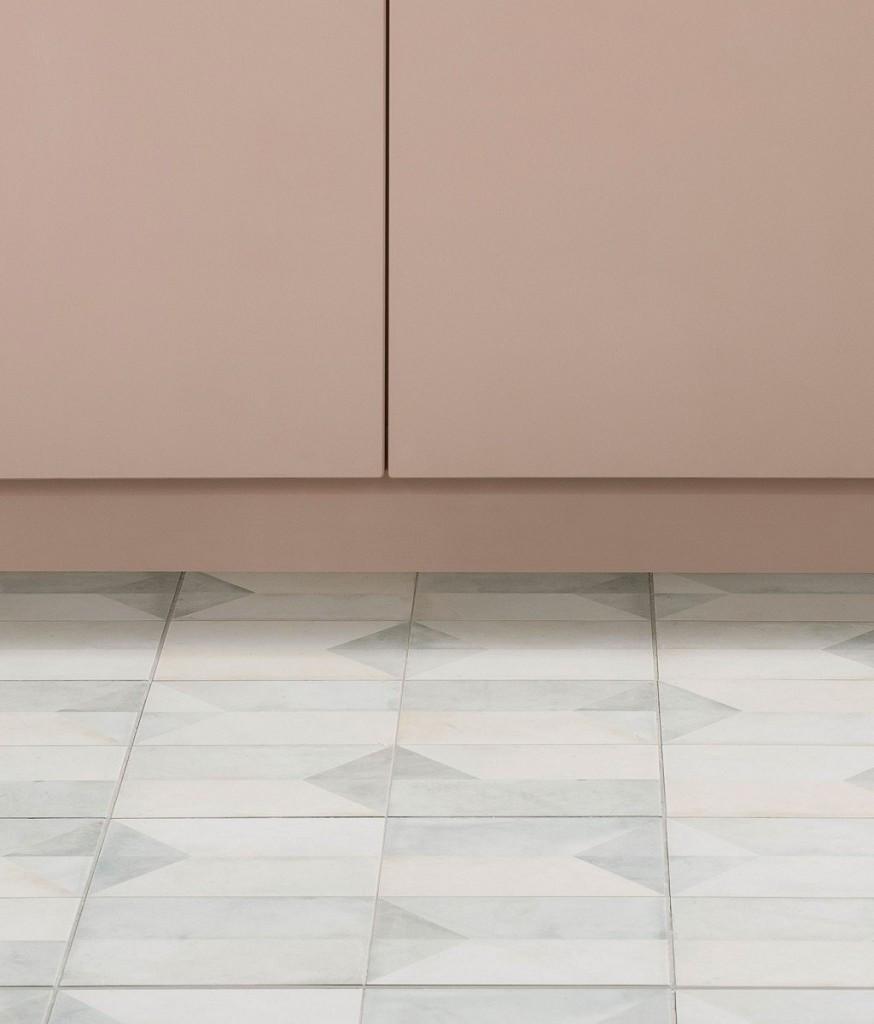 Geometric floor tiles in pastel colours bathroom decor