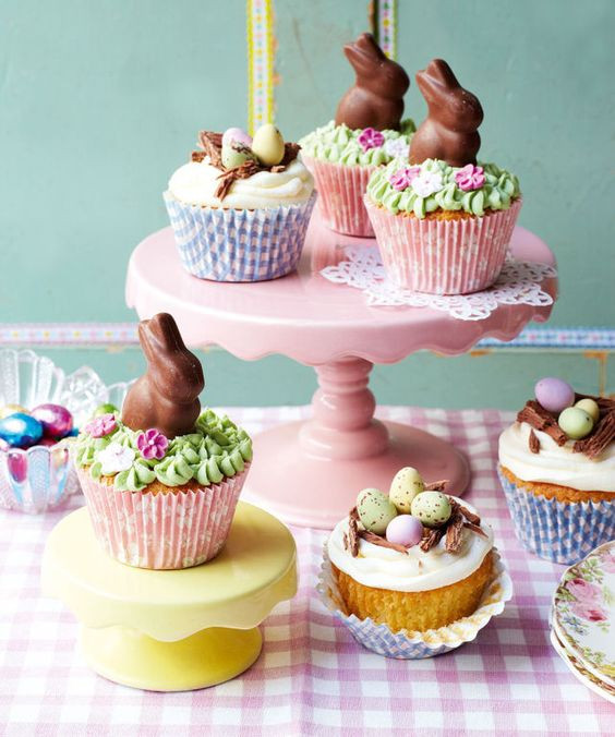 Decorate Easter cupcakes