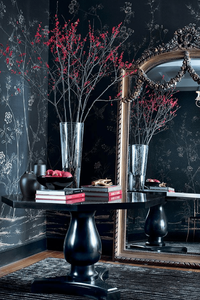 15 best floral wallpapers for a moody look - how to decorate your interiors with moody floral wallpaper Portobello De Gournay