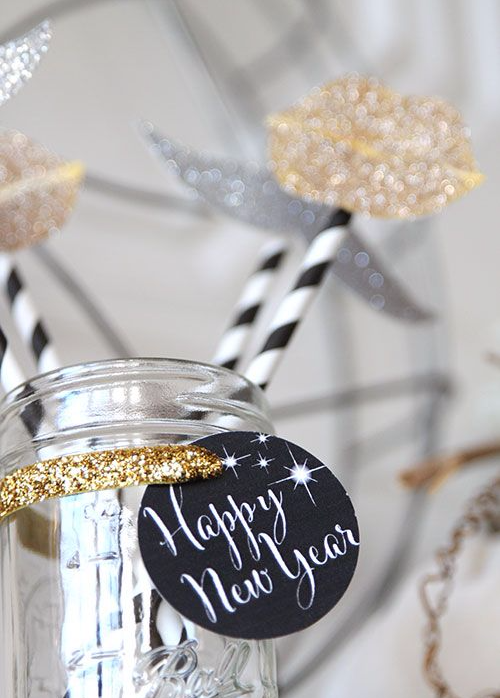 table top decoration for a new year's eve party