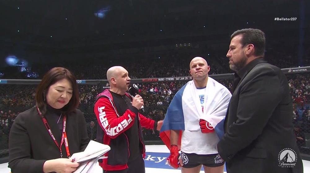 Fedor Emelianenko vence Quinton Jackson por nocaute no 1R