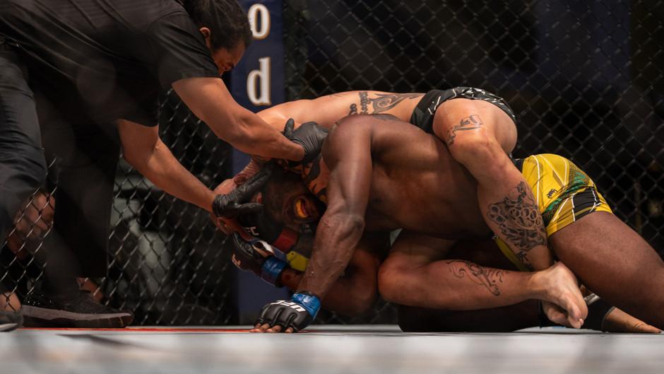 UFC Vegas 37: Smith, Cutelaba e Lipski vencem de forma contundente
