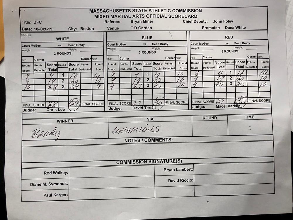 Sean Brady venceu Court McGee por decisão unânime (29–28, 30–27, 30–27)
