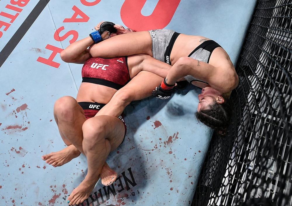 Mackenzie Dern vence Randa Markos por finalização no 1R