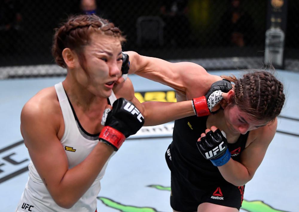 Alexa Grasso vence Ji Yeon Kim por decisão unânime (30–27, 30–27, 30–27)