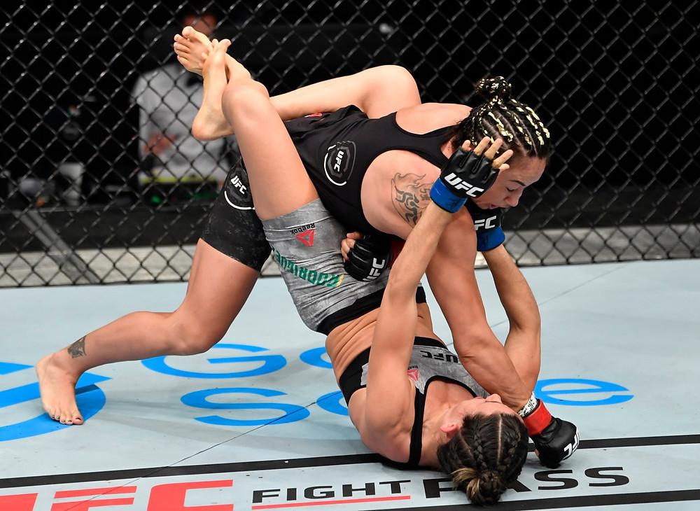 Carla Esparza vence Marina Rodriguez por decisão dividida (29-28, 28-29, 30-27)