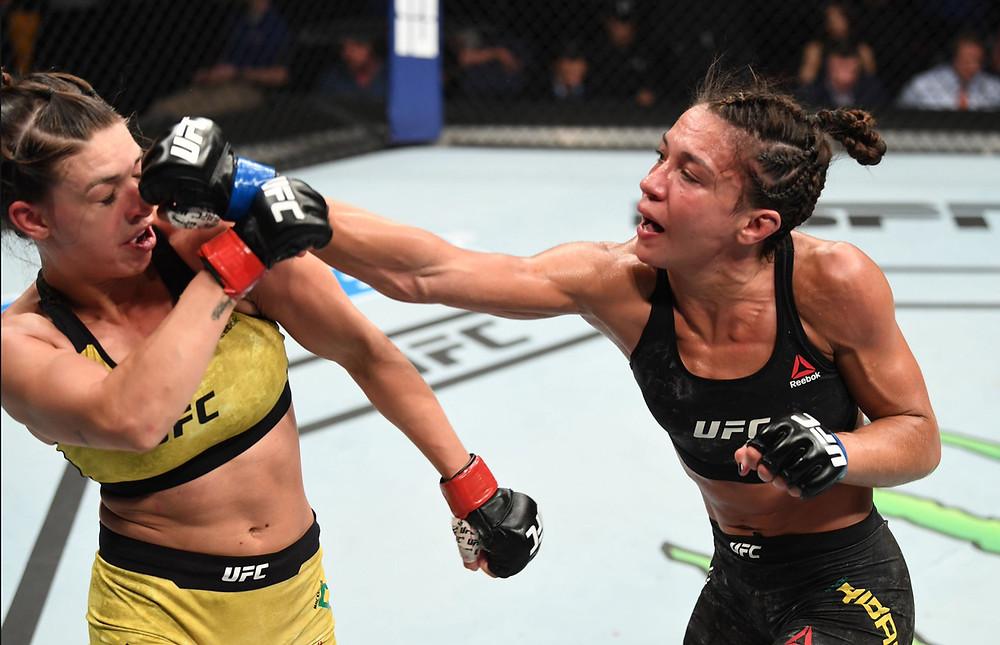 Amanda Ribas (8-1-0) vence Mackenzie Dern (7-1-0) por decisão unânime (30-27, 30-27, 30-27)