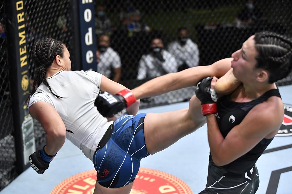 Marina Rodriguez vence Michelle Waterson por decisão unânime (48-47, 49-46, 49-46)