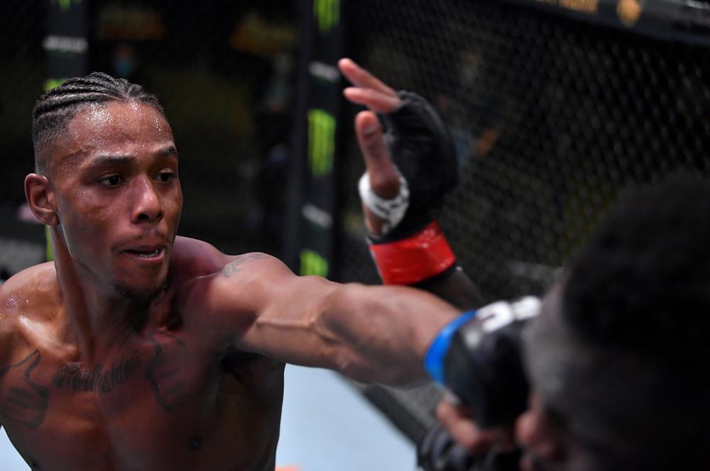 Jamahal Hill vence Ovince Saint Preux por por nocaute técnico no 2R