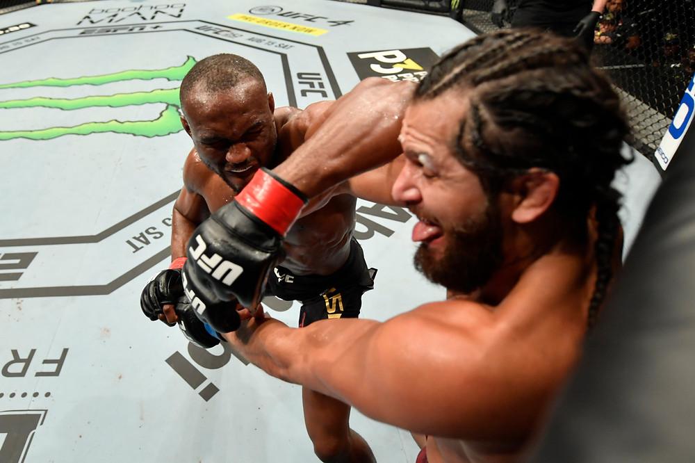 Kamaru Usman vence Jorge Masvidal por decisão dividida (50–45, 50–45, 49–46)