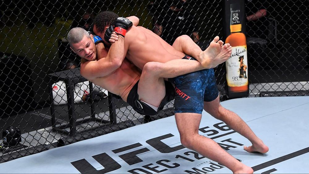 Jordan Leavitt vence Matt Wiman por nocaute no 1R