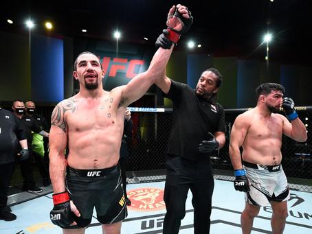 UFC Vegas 24: Whittaker supera Gastelum em decisão por pontos