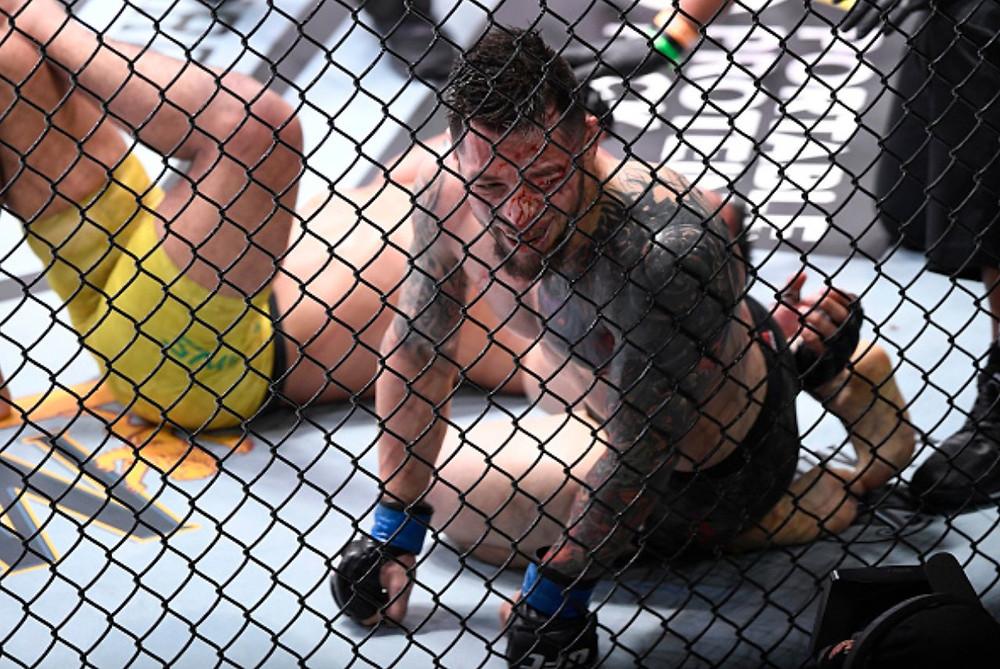 Daniel Pineda vence Herbert Burns por nocaute técnico no 2R