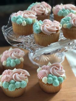 Rosette Vanilla Cupcakes