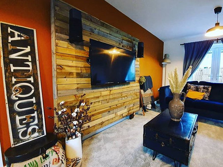 How to create a wooden mobile TV wall
