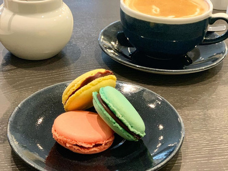 Prancūziška saldi malonumo akimirka su #macarons ♥️