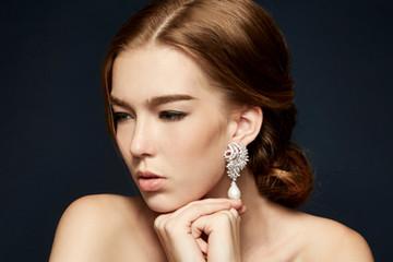 Sophiticate pearl earring