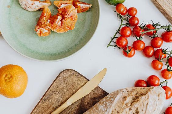kaboompics_Orange on plate - tomatoes -