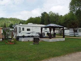 Terrain pour roulotte Camping Val d'la lièvre | Chalet | Caravaning | Notre-Dame-Du-Laus