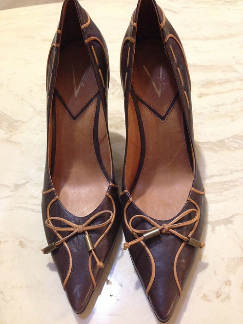 VINCE CAMUTO  WOMENS POINTED TOE PUMP  8 1/2 B or 38 1/2 Agenda